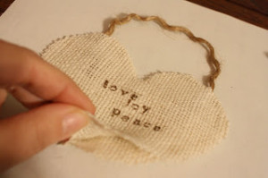 Making A Merry Christmas: Quick, No-Sew, Burlap Ornaments!