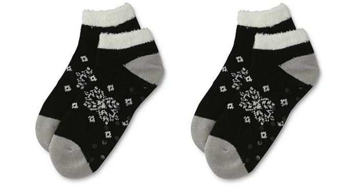 womens-snowflake-slipper-socks