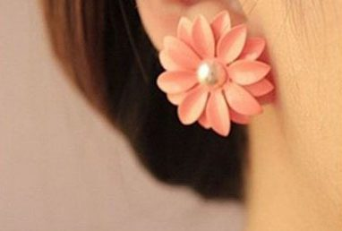 Pink Daisy Earrings Only $1.67 + FREE Shipping!