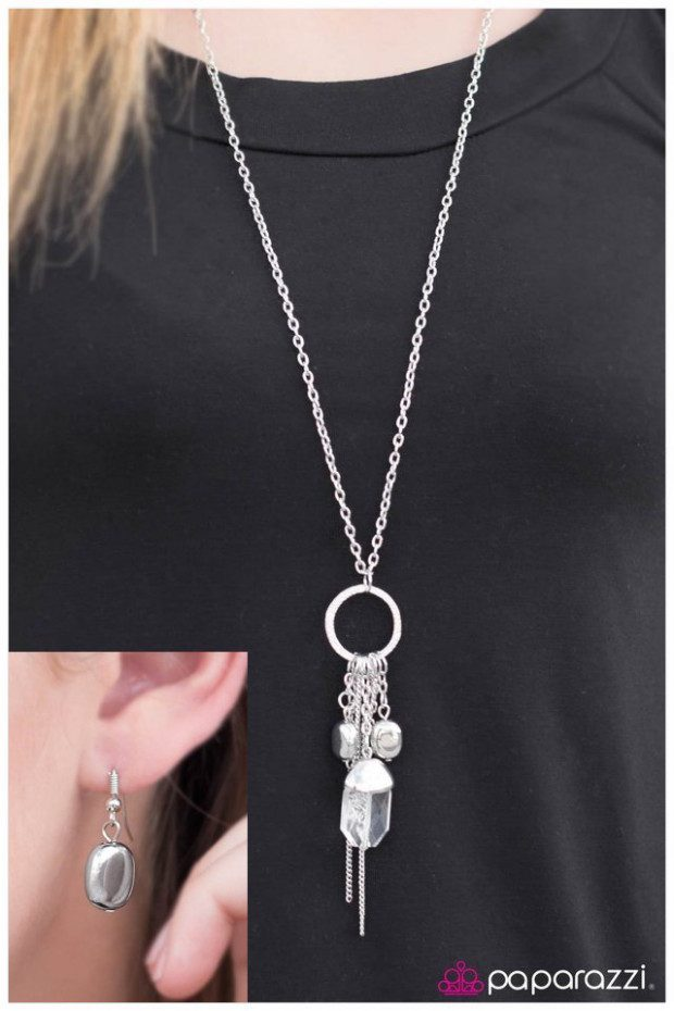 Sorceress Necklace And Earrings Just $5!